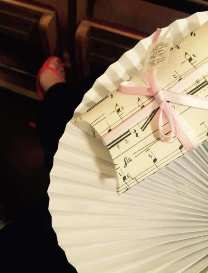 Matrimonio-musicale-Sofia-Gangi-Personalizzazione-ventagli