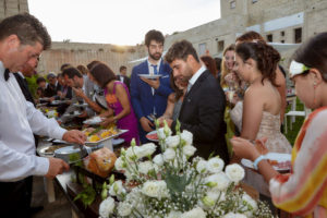 matrimonio a favignana sofia gangi eventi e co Sposi al buffet