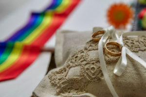 matrimonio arcobaleno sofia gangi eventi e co Fedi e striscia-min