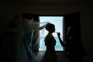 sofia gangi eventi a palermo matrimonio tonnara di scopello Flaminia Trucco finestra _320x213-min